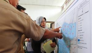 Rakhmawati, fasilitator Creata mengajak peserta untuk melakukan pemetaan wilayah dari yang terbersih sampai tercemar berat.