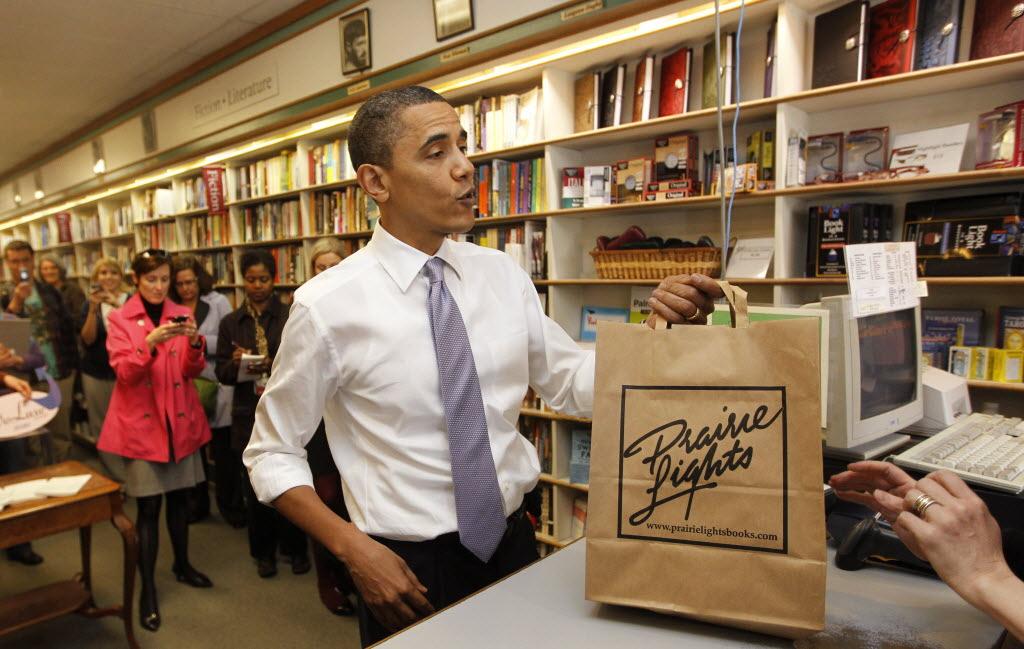 Barack Obama rajin mengunjungi toko buku dan memotivasi anak usia sekolah dasar untuk cinta buku