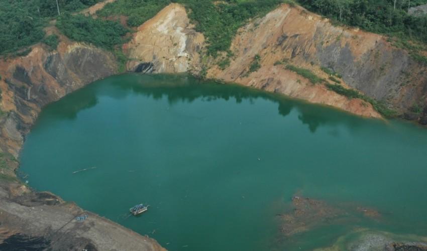 Lubang tambang PT Kaltim Prima Coal