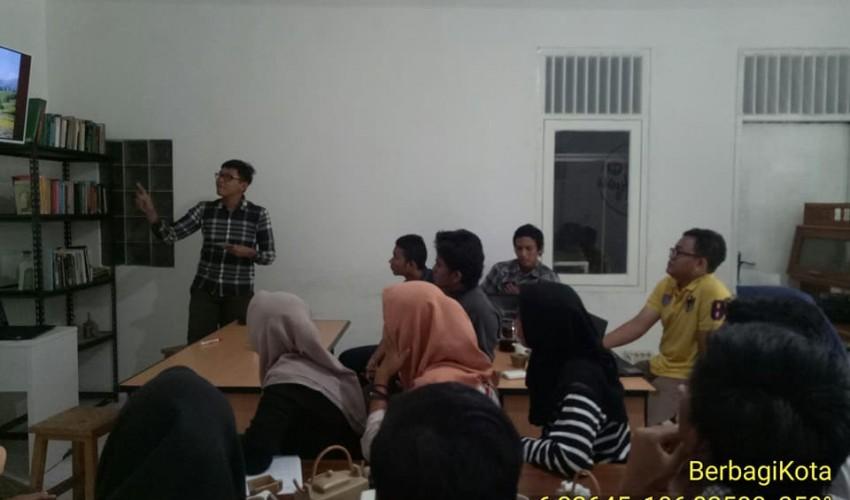 Suasana Kelas di Kelapa Hijau 99